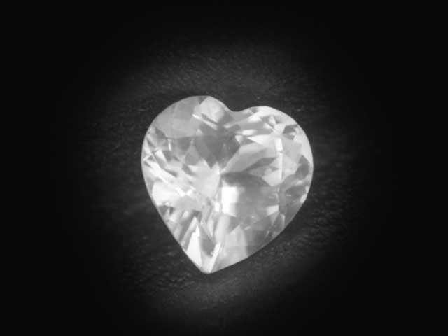 Ceylon white sapphire heart - 6mm - ~0.9 cts