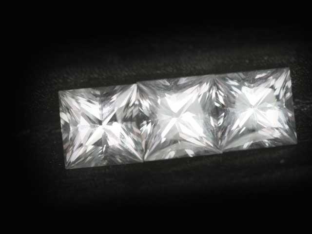 Ceylon Sapphire - white - princess - 5mm - 0.70 - 0.90  carats